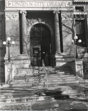 Photo: door of Lincoln City Library in the 1930s